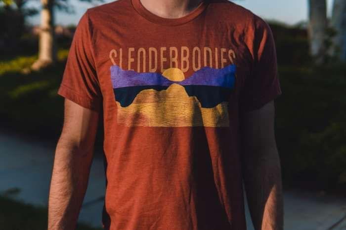 sunset tee - rust - SlenderBodies