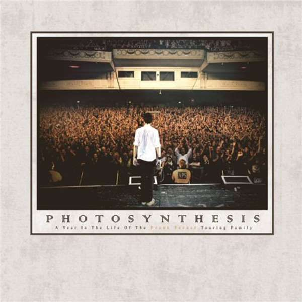 Frank Turner - Photosynthesis: A Year In The Life Of The Frank Turner Touring Family - book - Paperback - Xtra Mile Recordings